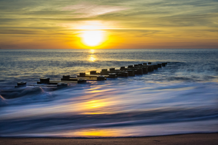 Picture of Rehoboth Beach, Delaware. Find out how to get discounted rates for hotels there.