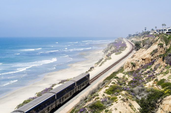 Picture of Del Mar beach in California. Find out how to get a good deal on luxury hotels there.