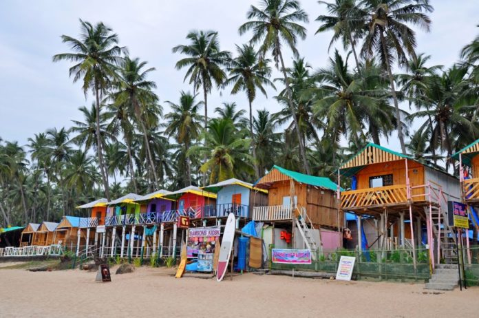 How to enjoy a beach holiday in Goa India at discounted prices