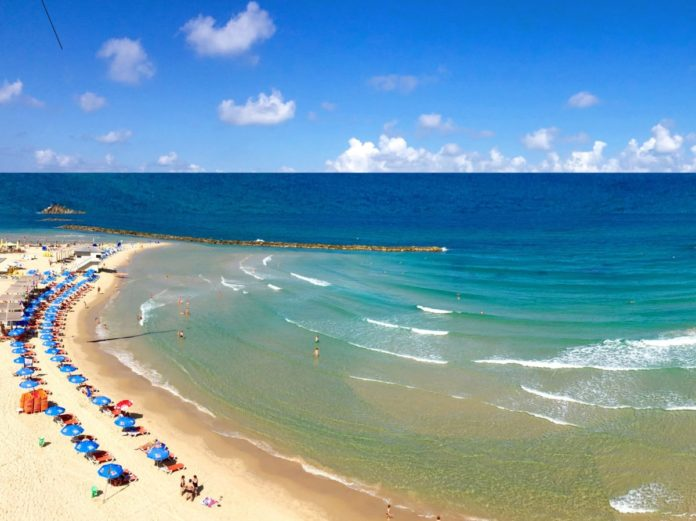 A picture of a beach in Netanya, Israel. Find out where to stay there & how to get a good price