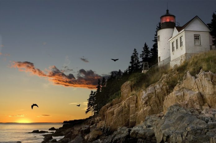 Find out what the best luxury hotels are in Bar Harbor Maine & how to get a good price for them.