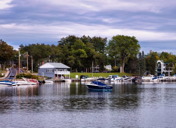 Find out how to get the best prices for the best waterfront hotels & resorts in New Hampshire