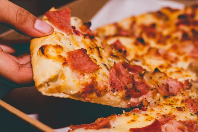 Enjoy St. Louis-style pizza when you visit the famous Missouri town by using one of these restaurant coupons