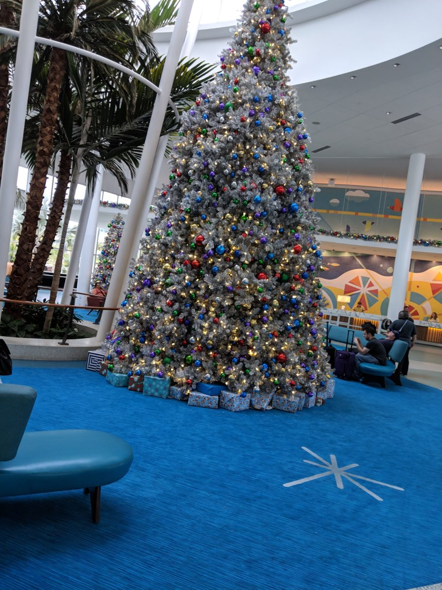 Even the Christmas tree fit the 1950s & 19560s theming of Universal's Cabana Bay Beach Resort