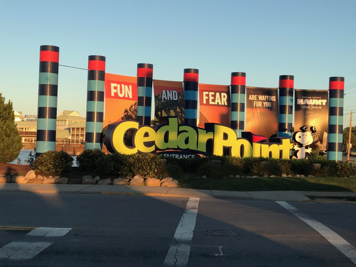 A big advantage of Castaway Bay hotel in Sandusky Ohio is that you can get into Cedar Point theme park early