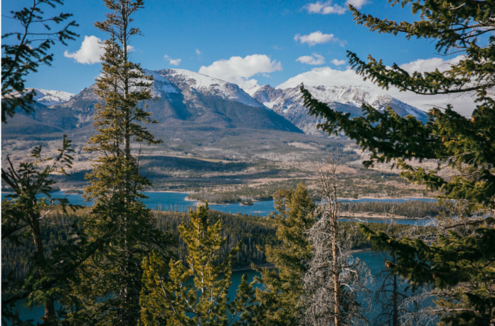 Find out how to get the lowest prices for the best resorts in Colorado