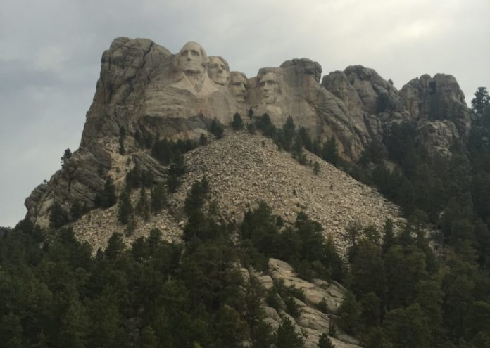 How to book a low price for a quality hotel near Mount Rushmore National Park