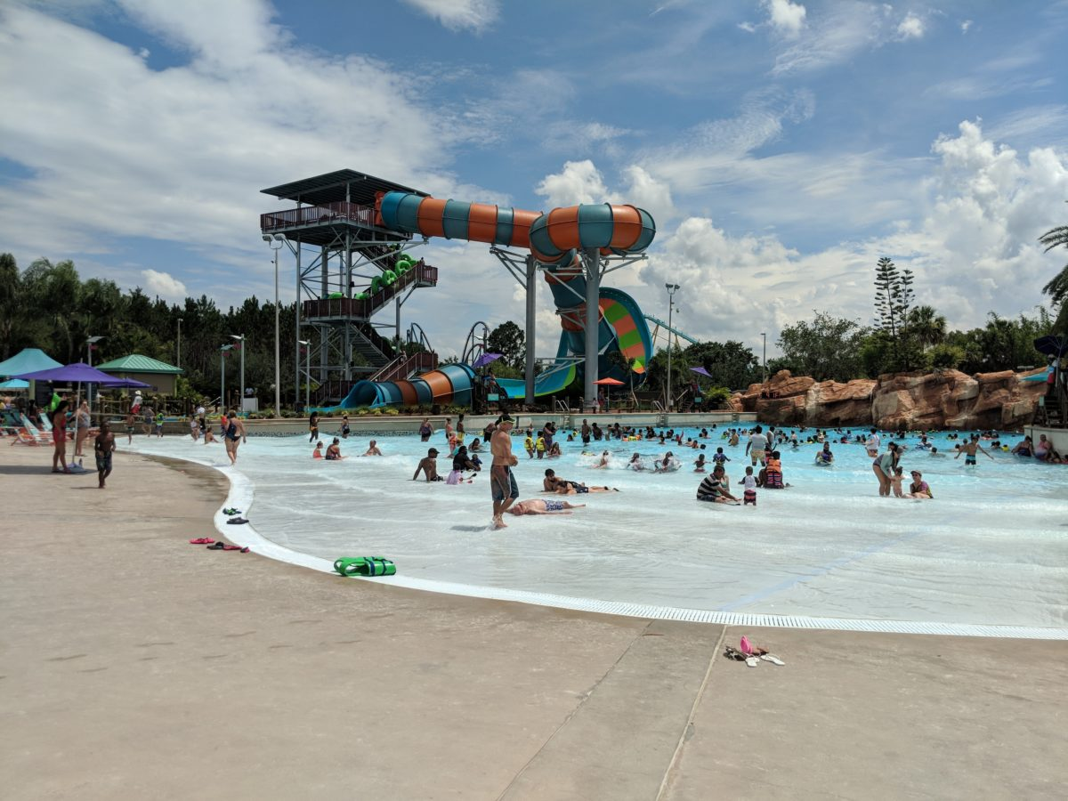 Tip to stay cool in a hot Florida summer: visiting SeaWorld Orlando in the morning & evening & Aquatica in the afternoon