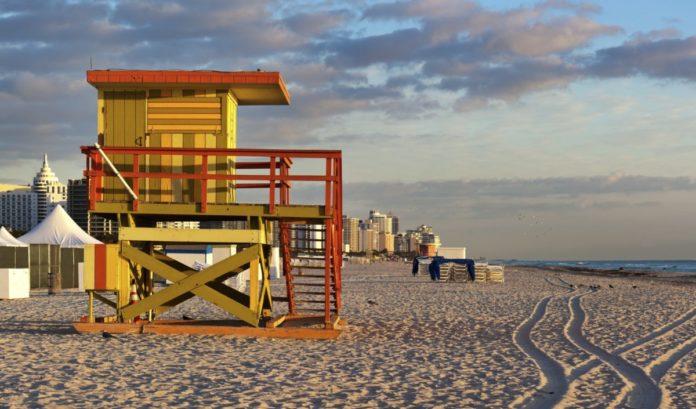 How to book a cheap flight to Miami, Florida