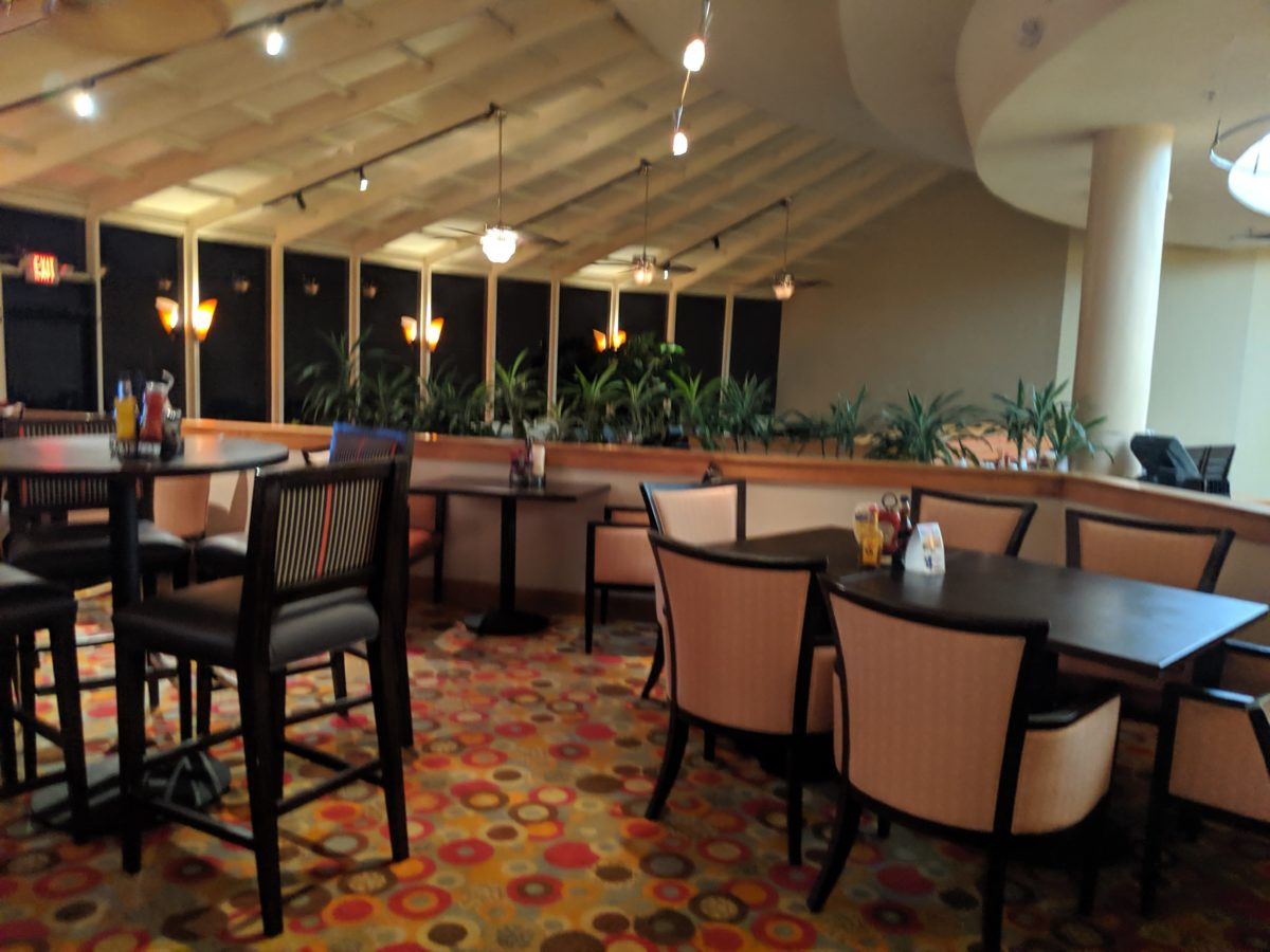 Enjoy a nice sit-down meal at the end of the day when you stay at Best Western Lake Buena Vista Florida