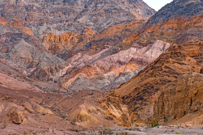 Discounted prices for hotels near Death Valley National Park in California & Nevada
