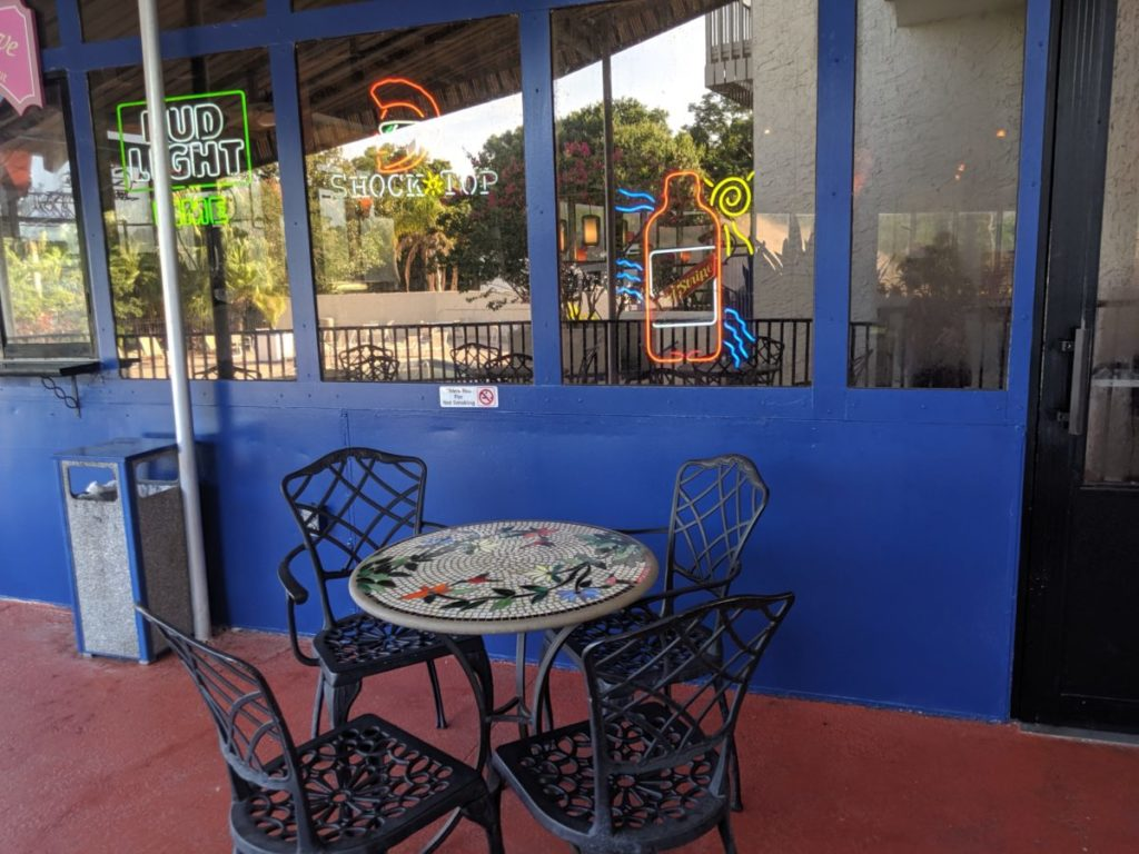 A picture of the outside of Best Western Lake Buena Vista Disney World where you can eat