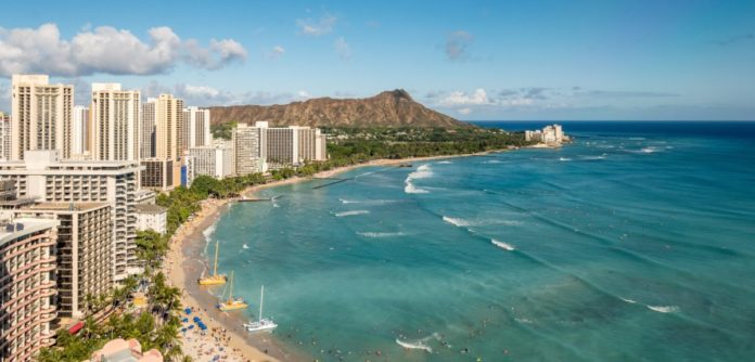 Save money when you book your flight from Los Angeles to Honolulu with your hotel stay